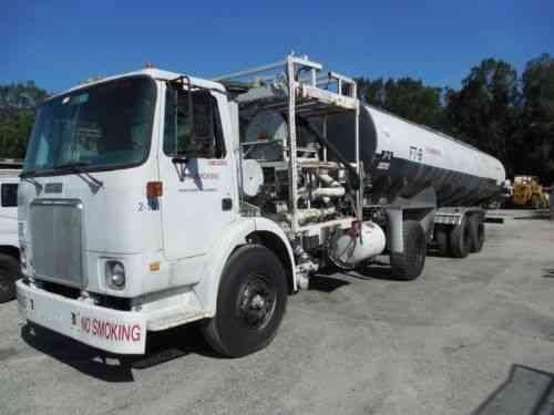 White Tanker (1981) White 8000 Gallon Gas Diesel Jet Fuel