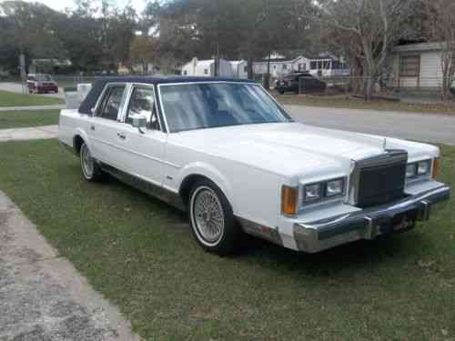 Lincoln Town Car 1989 Lincoln Town Car Signature Series 2nd Used