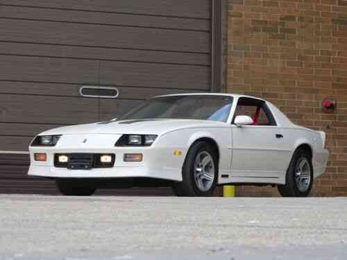 chevrolet camaro iroc z 12 881 miles white coupe v8 automatic used classic cars carscoms com