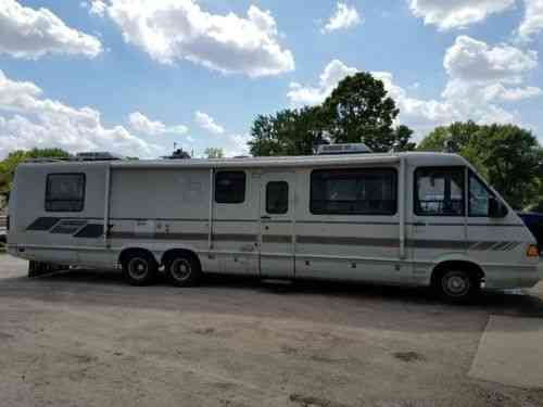 Itasca windcruiser Winnebago (1990)