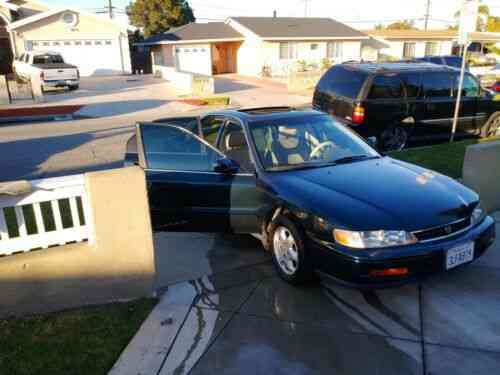 honda accord sedan green fwd automatic ex 1995 about this used classic cars carscoms com