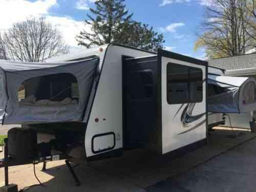$2,000 below retail!: 2018 Dutchmen Aerolite 224es hybrid camper sleeps 10