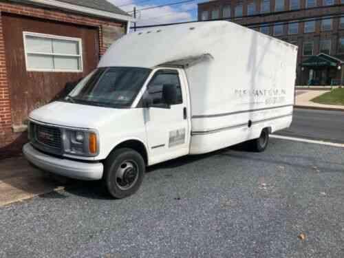 gmc savana 3500 cargo van g3500 moving w ramp box truck 2001 used classic cars carscoms com