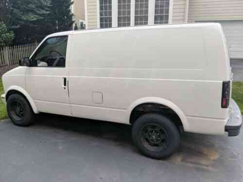 Chevy Astro Van (2000) Non Running Needs Transmission Work: Used