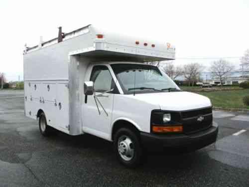 Truck Utility Box >> Chevrolet Express 3500 12 Utility Box Truck With Locking Bins Low Mileage 2004