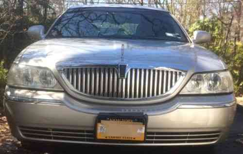 Lincoln Town Car Signature Series 2004