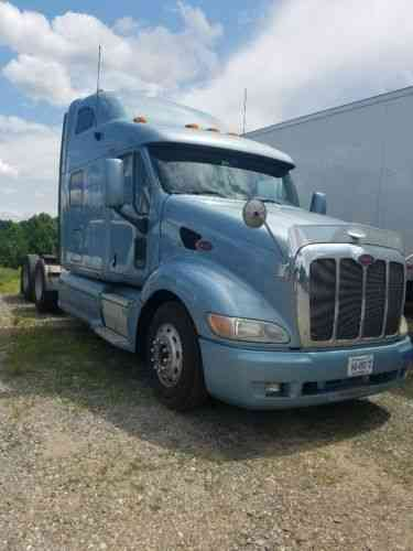 Peterbilt Class 8 sleeper cab with double bunk (2010)