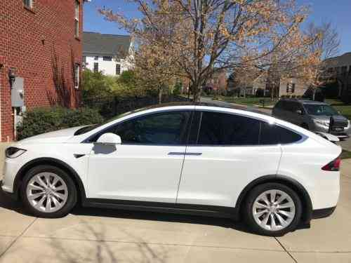 Tesla Model X White 2017 This Model X Is In Excellent Shape Used