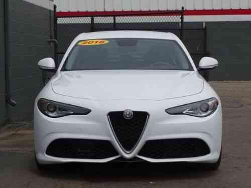 Alfa Romeo Giulia Base 24,583 Miles Alfa White 4D Sedan I4 8-Speed Automati  (2018)