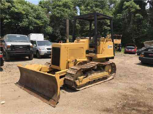 Caterpillar D3B DOZER -- (1988)