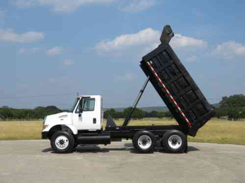 International 7400 Tandem Axle Automatic Dump Truck (2005)