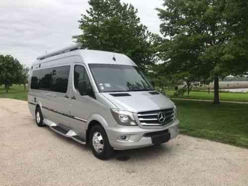 Winnebago 2017 2017winnebago Touring Coach Era 70x 243 No Vans