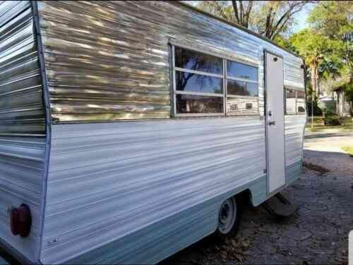 Vintage Camper Trailer 1971 Aristocrat Lo Liner Beautiful Vans Suvs And Trucks Cars